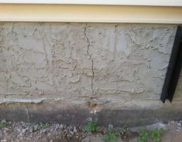 Vertical crack in the foundation